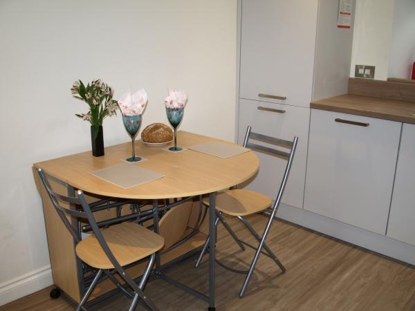 Flexible kitchen dining area